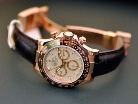 Kết quả hình ảnh cho đồng hồ rolex dây trắng mặt trắng đeo tay