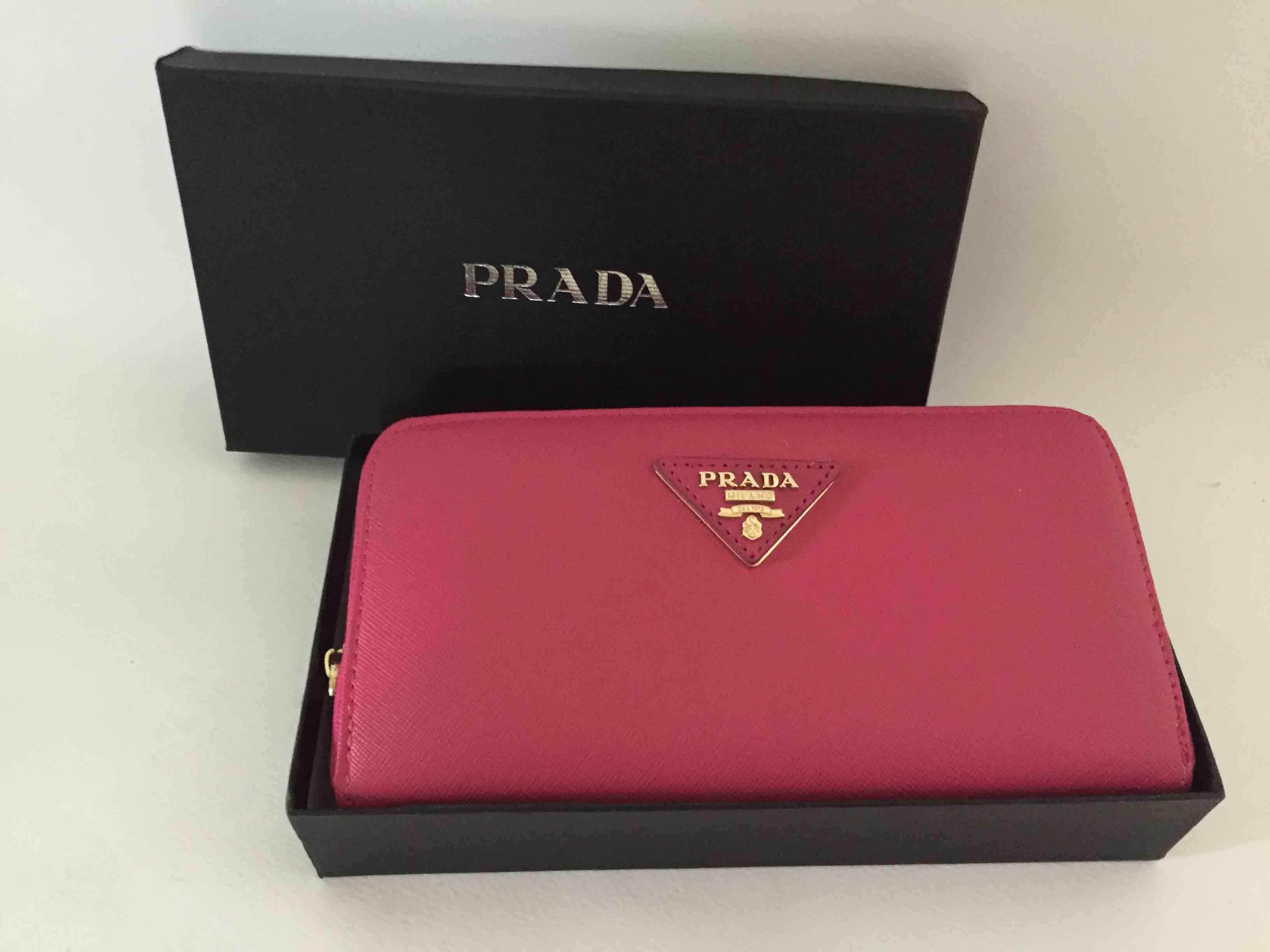 Ví da nữ cầm tay thời trang phong cách Prada